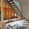Escalier à doubles limons a crémaillères et marches bois visées. Finition Acier brut teinté cirée .Bandol.