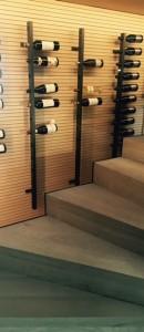 Supports verticals pour bouteilles de vins et de champagne. Finition acier thermolaqué. Bormes-les-mimosas