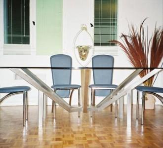 Table ovale en inox brossé et son plateau de verre trempé Joint polis plats.