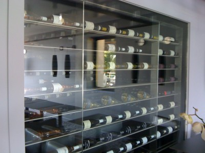 Cave à vin sur mesure en Inox brossé. La villa Madie Cassis