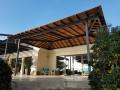 Pergola en tube acier galvanisé et d'un remplissage bois. Villa Madie Cassis