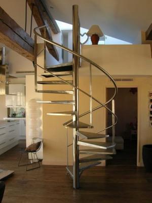 Escalier h licoidal en inox poli miroir marseille 13 la for Escalier helicoidale marseille